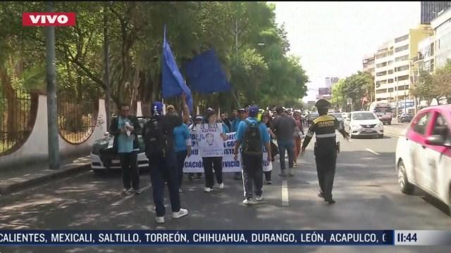 trabajadores administrativos marchan a oficinas de la sep