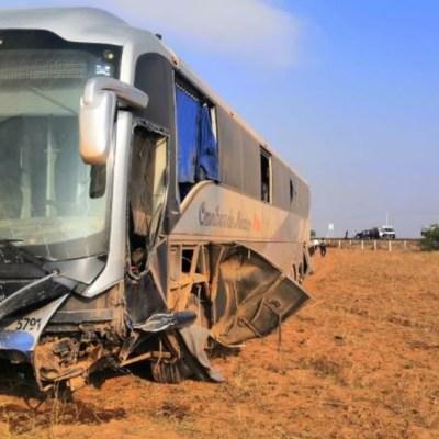Foto: Accidente carretero entre un autobús y dos vehículos deja 15 heridos en Zacatecas, 29 marzo 2020