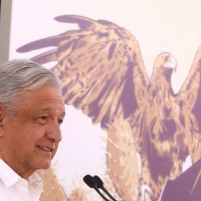 AMLO practica medidas de sana distancia por coronavirus en Oaxaca