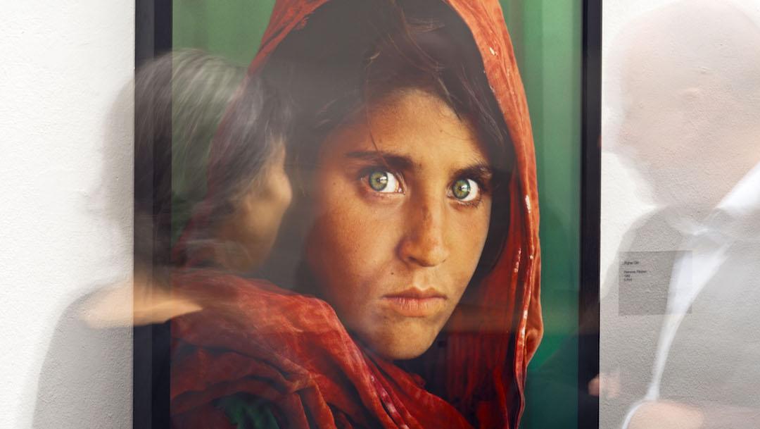 """Exposición muestra el cambio de """"La niña afgana"""" de Nat Geo"""