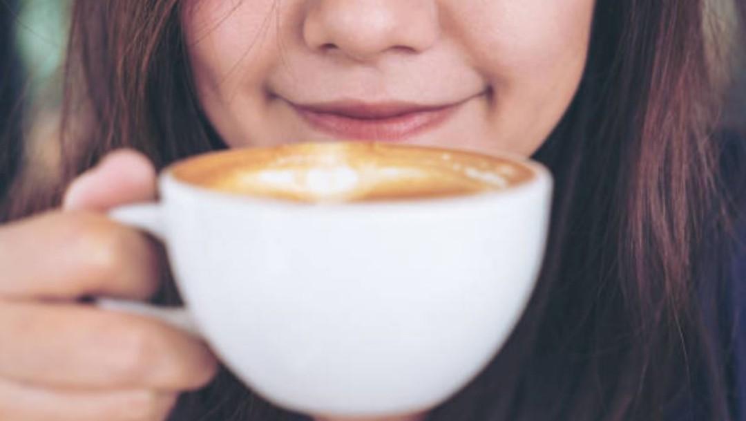 Beber café todos diario fortalece los huesos, revela estudio