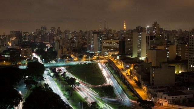 FOTO Bolsa de Sao Paulo interrumpe negociaciones 2 veces tras caer 15,43 %, por petróleo y coronavirus (Getty Images)
