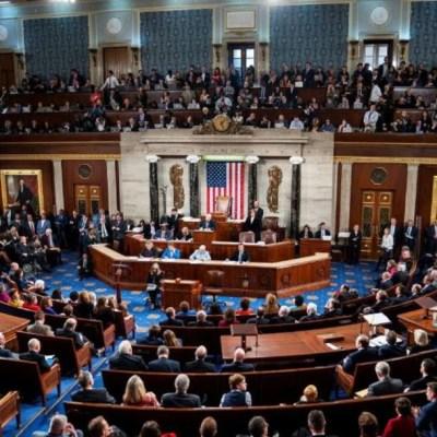 Cámara baja de EEUU aprueba paquete de 2.2 billones para enfrentar coronavirus
