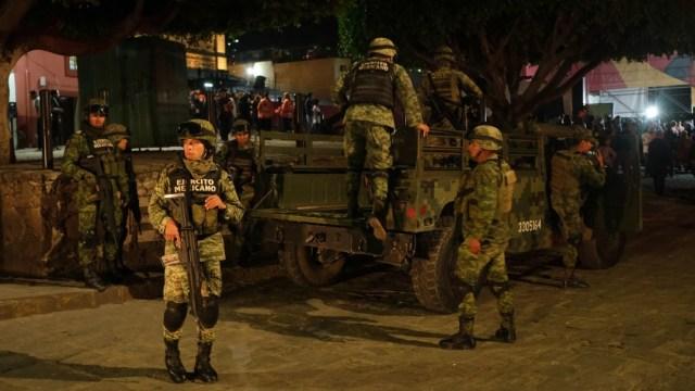 Imagen: La Dirección de Seguridad Publica informó que el enfrentamiento ocurrió después de que fueron alertados sobre una camioneta azul con reporte de robo; al intentar detenerla, los tripulantes dispararon contra los policías, quienes repelieron la agresión
