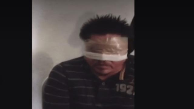 Detienen a funcionarios por torturar detenido de normalistas