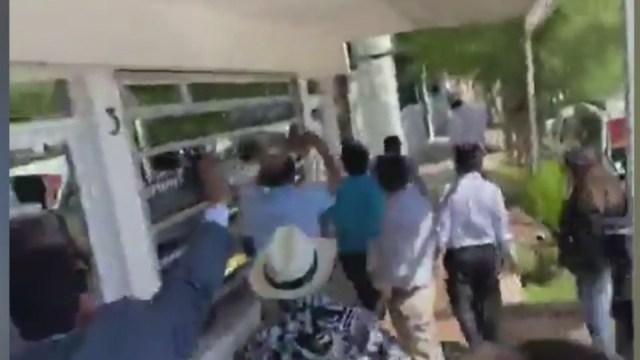 Foto: Video: Diputadas en Baja California Sur terminan a golpes, arañazos y mordidas, 25 de marzo de 2020, (Noticieros Televisa)