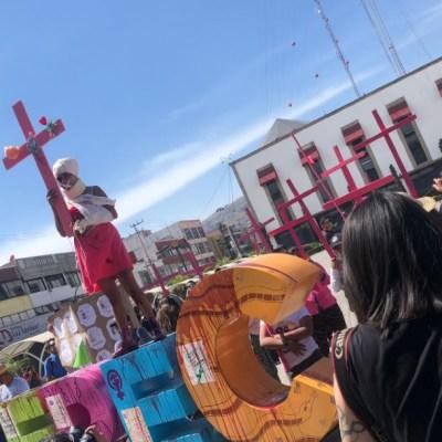 Mujeres marchan en Ecatepec contra los feminicidios y la violencia