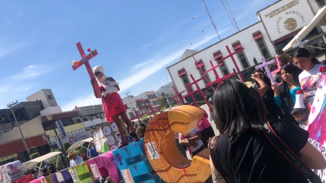 Foto: Mujeres marchan en Ecatepec contra los feminicidios.