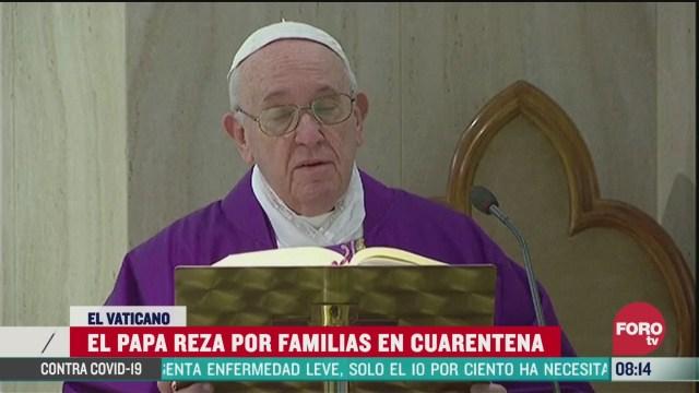FOTO: 22 marzo 2020, el papa francisco reza por familias en cuarentena