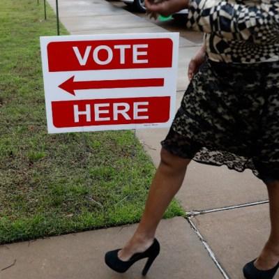 Estadounidenses votan en primarias demócratas, en seis estados
