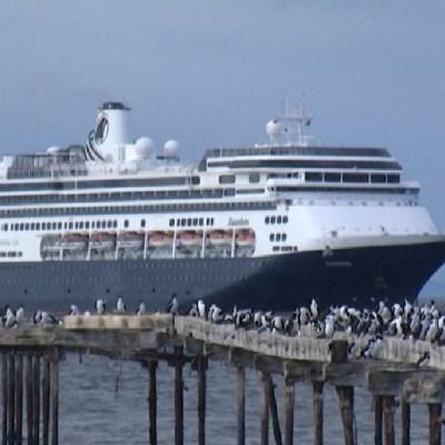 Foto: Crucero con enfermos de coronavirus cruza el Canal de Panamá con rumbo a EEUU, 27 de marzo de 2020, (Twitter, @TReporta)