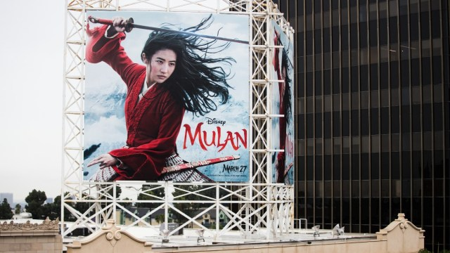 Foto: Anuncio espectacular de la película de Disney, Mulan. Getty Images