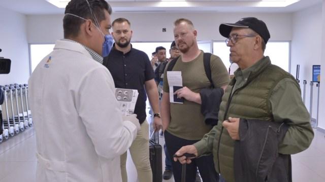 Foto: Operativo sanitario en el aeropuerto de Chihuahua. Twitter/