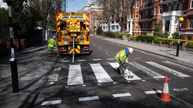Pintan cruce de Abbey Road durante cuarentena en Londres