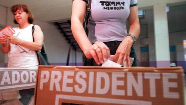 Foto: INE finaliza simulacro de votación electrónica; se aplicaría en 2021, Hidalgo, 27 de marzo de 2020, (Getty Images, archivo)