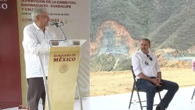 Foto: AMLO supervisa obra carretera en Badiraguato, Sinaloa, 27 de marzo de 2020, (Presidencia)