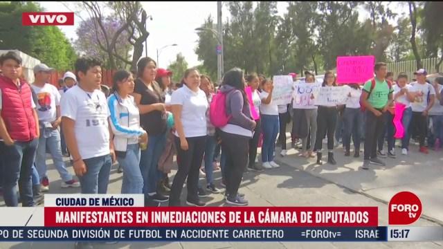 FOTO: jovenes se manifiestan en la camara de diputados