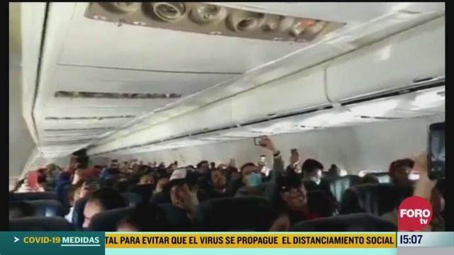 FOTO: 21 marzo 2020, mexicanos cantan cielito lindo al aterrizar en el pais
