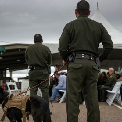 México y EEUU acuerdan restringir viajes no esenciales por coronavirus