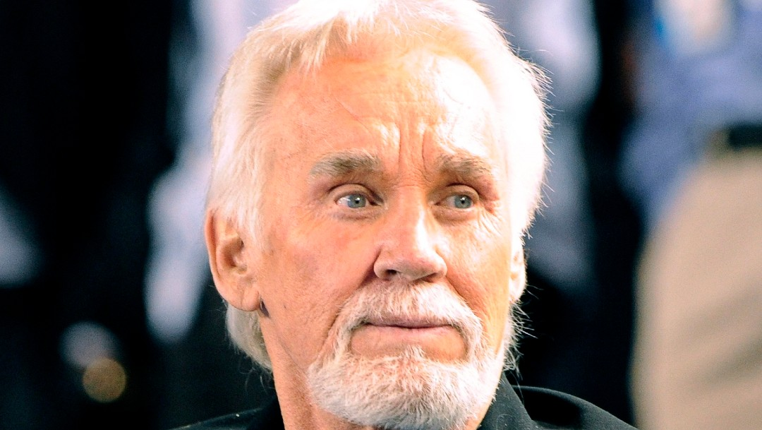 Muere Kenny Rogers, icono de la música country