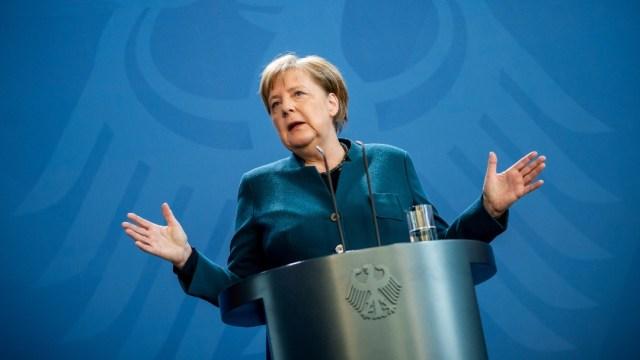 Foto: Merkel da negativo de coronavirus en primera prueba