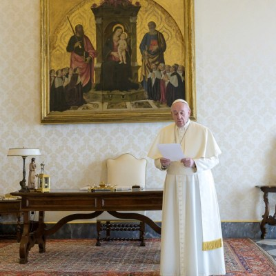 Papa y cristianos del mundo se unen en oración contra coronavirus