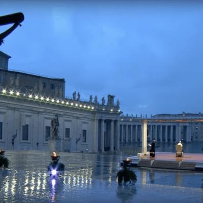 Fotos: Las históricas imágenes de la bendición del Papa ante la Plaza de San Pedro vacía