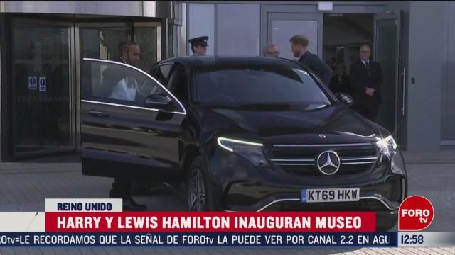 principe harry y lewis hamilton inauguran museo de silverstone