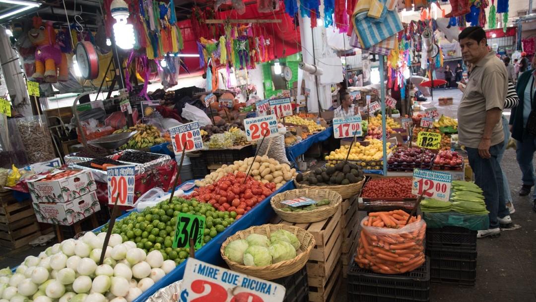 Autoridades garantizan el abasto de productos durante pandemia de coronavirus. (Foto: Cuartoscuro)