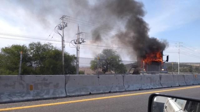 Bloqueo carretero de hoy en Guanajuato. (Twitter: @AMXNoticias)