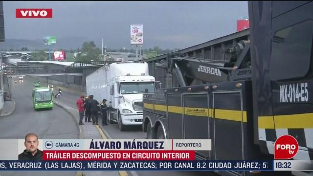 FOTO: trailer descompuesto afecta vialidad en circuito interior