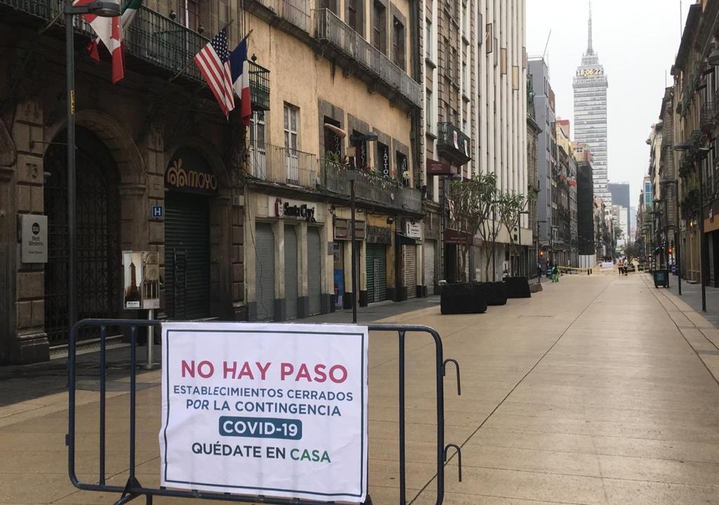Foto: Coronavirus: Cierran calle Madero para evitar contagios , 1 de abril de 2020, (S.Servín)