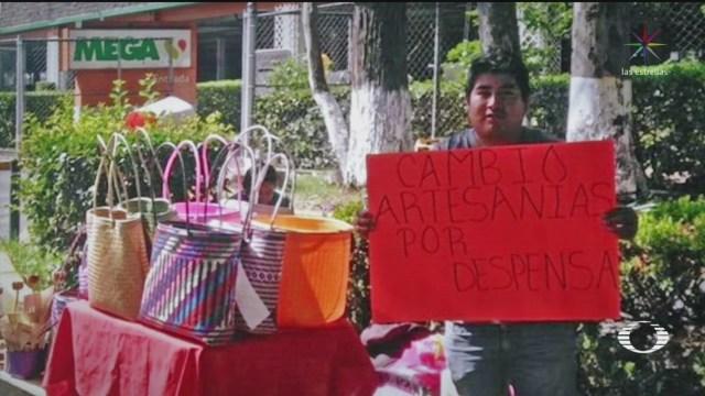 artesano oaxaqueno intercambia sus productos por despensa