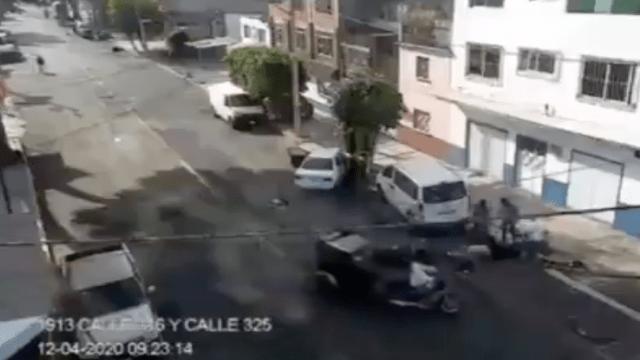 Atacan con machetes a motociclista que impidió robo en GAM