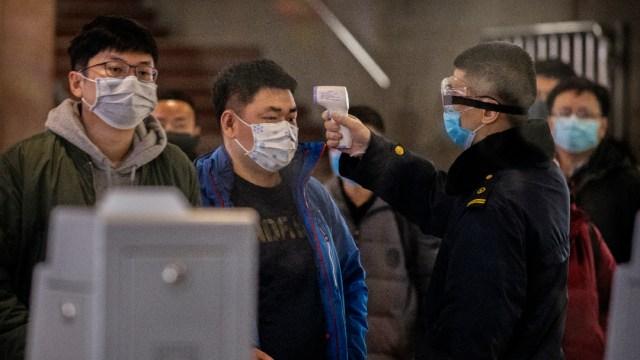 FOTO: Detienen en Perú a ciudadano chino que hacía pruebas clandestinas de coronavirus, el 13 de abril de 2020