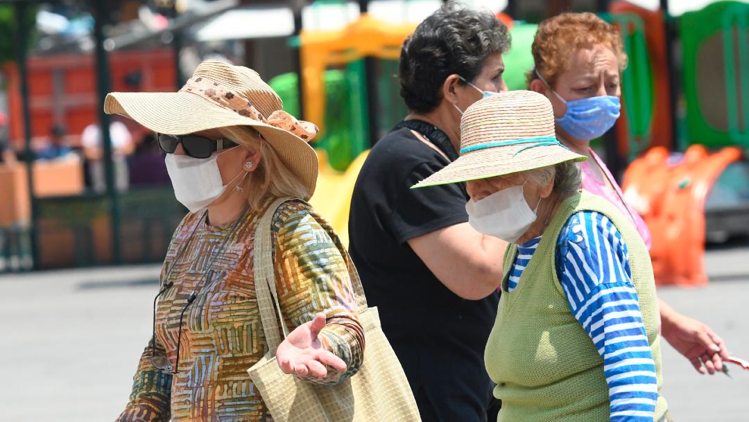 Los tiernos protectores faciales para cuidar a los recién nacidos — Coronavirus