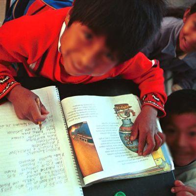 SEP difundirá clases radiofónicas en 15 lenguas indígenas