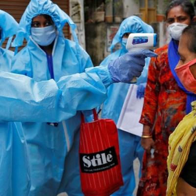 Quienes ataquen a médicos por coronavirus en India irán a la cárcel