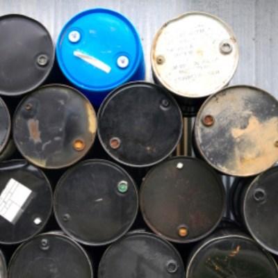 Petróleo vuelve a terreno positivo en EEUU tras derrumbe
