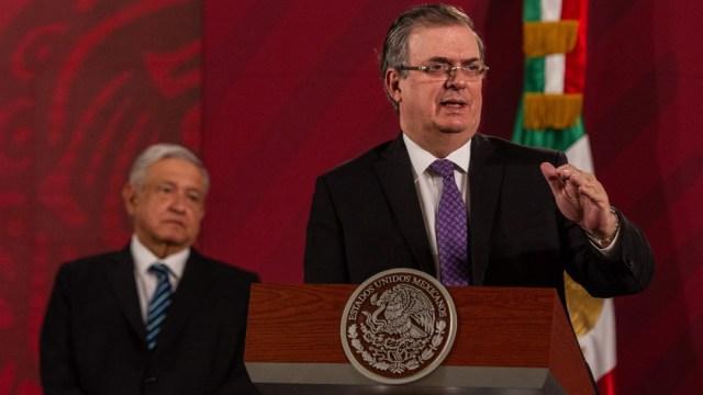 Foto: Andrés Manuel López Obrador (I), presidente de México y Marcelo Ebrard Cassubon (D), secretario de Relaciones Exteriores, durante la conferencia matutina en el Palacio Nacional, 30 abril 2020