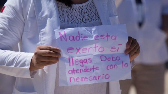 Foto: Médicos y enfermeras protestan por no contar con los materiales necesarios para atender enfermos de coronavirus, 8 abril 2020