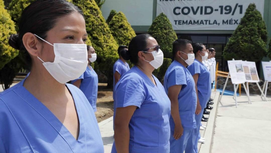Fotografía que muestra a enfermeras y médicos que atenderán a enfermos por coronavirus en el Campo Militar 37-B. (Foto: Cuartoscuro)