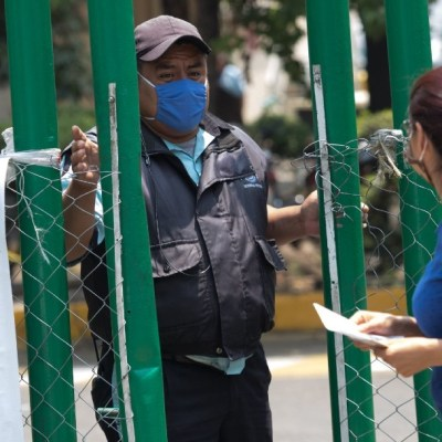Mexicanos, con sospecha de coronavirus, peregrinan por hospitales de la CDMX