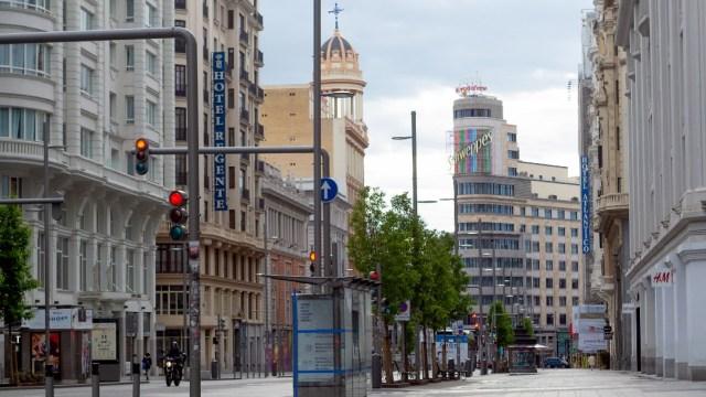 Foto: España permitirá a los niños salir a la calle una hora al día durante confinamiento