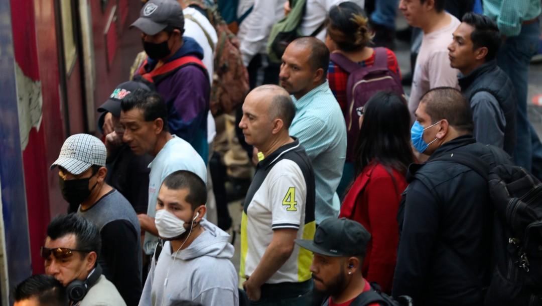 Coronavirus: Usuarios del Metro CDMX abordan sin cubrebocas