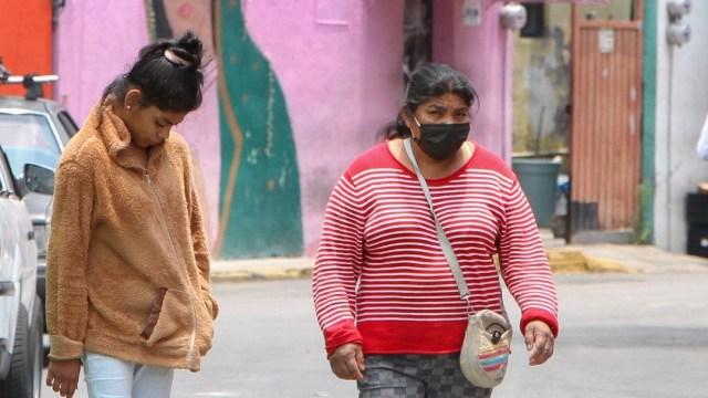 FOTO: Vecinos impiden sanitización del 'Callejón del Covid' en Iztapalapa, el 30 de mayo de 2020