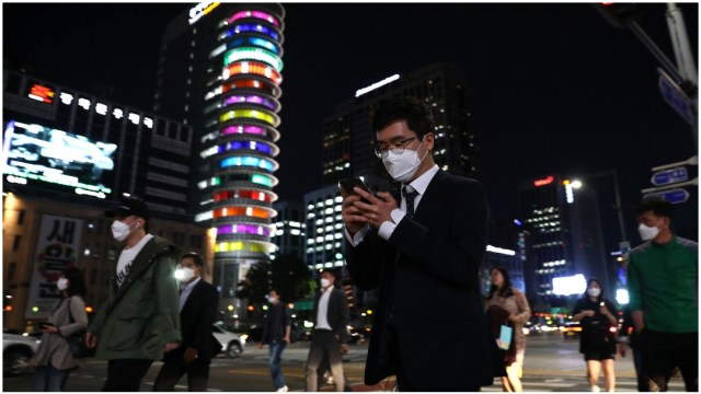 Imagen: Los bares y discotecas de Corea del Sur volvieron a cerrar tras repunte de casos de COVID en Corea del Sur, 9 de mayo de 2020 (Getty Images)