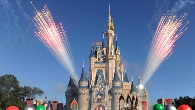 Disney cierra parque en Hong Kong por aumento de coronavirus