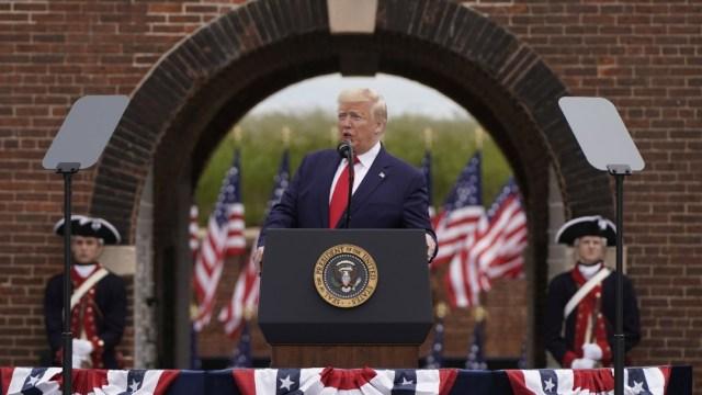 Foto: Trump conmemora el Día de los Caídos; justifica haber jugado golf el fin de semana
