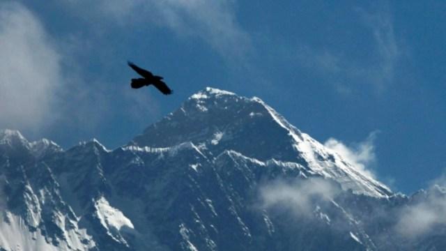 Equipo de medición chino llega a la cumbre del Everest